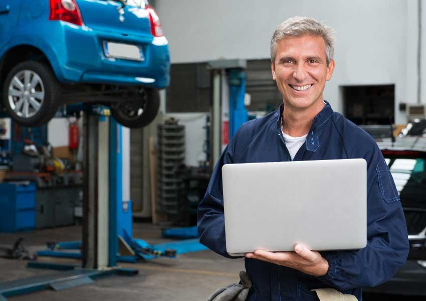 auto mechanic performing diagnosis
